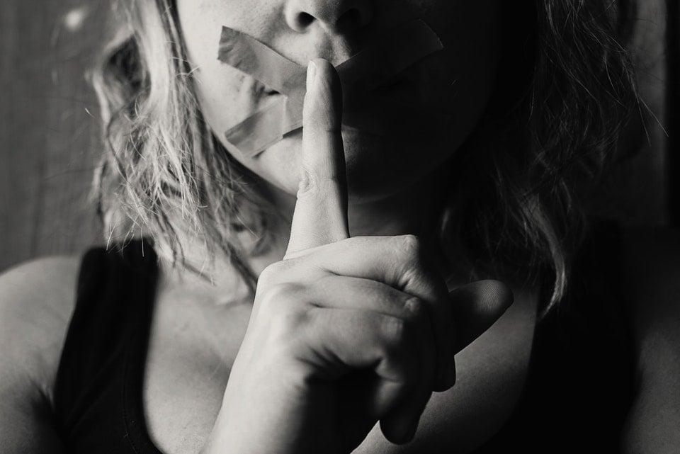 Nie wyciągajmy z milczenia pochopnych wniosków.